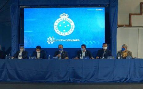 Conselheiros reunidos em assembleia - CEC_DIV